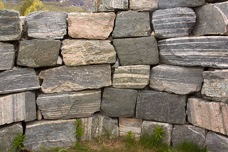 Gneiss wall