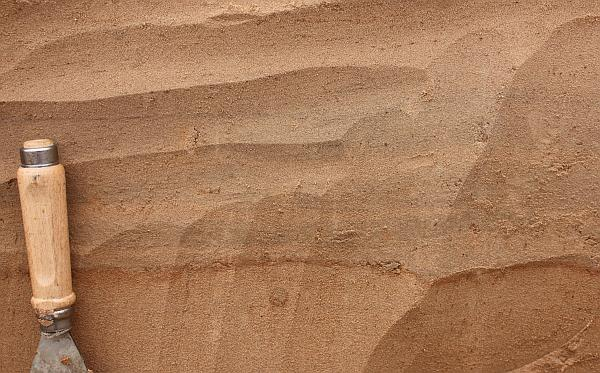 Alternating layers of silt and sand