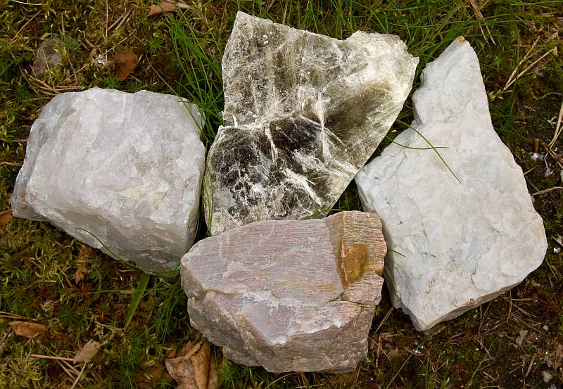 Large crystals of quartz, muscovite, plagioclase, microcline from a pegmatitic rock